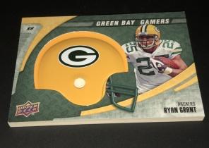 2008 NFL 绿湾包装工队 小头盔 实物卡 卡片超厚 非常有趣,里面有一片金包装工LOGO 金属片
