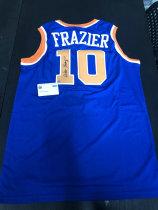 「老夫子」拍卖  999   DA 签名球衣盒出品  无盒  沃尔特·弗雷泽(Walter Frazier) 签名球衣 有证书 球衣版本不知 无商标 此标不累计只发顺丰到付