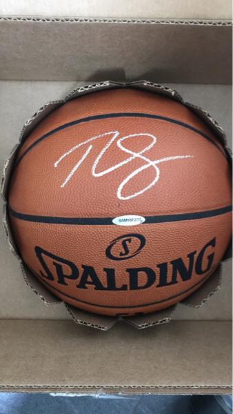76人状元本西蒙斯ud出的篮球签字盒子系列大hit签字,墨迹好,有认证证书,panini没有版权,非常值得收藏