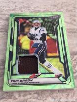 Tom Brady橄榄球 NFL 爱国者 比赛球皮卡,绿圈折射,卡片巨厚,限量25.张。