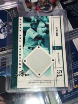 2003年 MLB MVP系列,美国棒球史上第一位亚洲球员,铃木一郎 Ichiro 西雅图水手队主场 Safeco 球场比赛地垫卡。