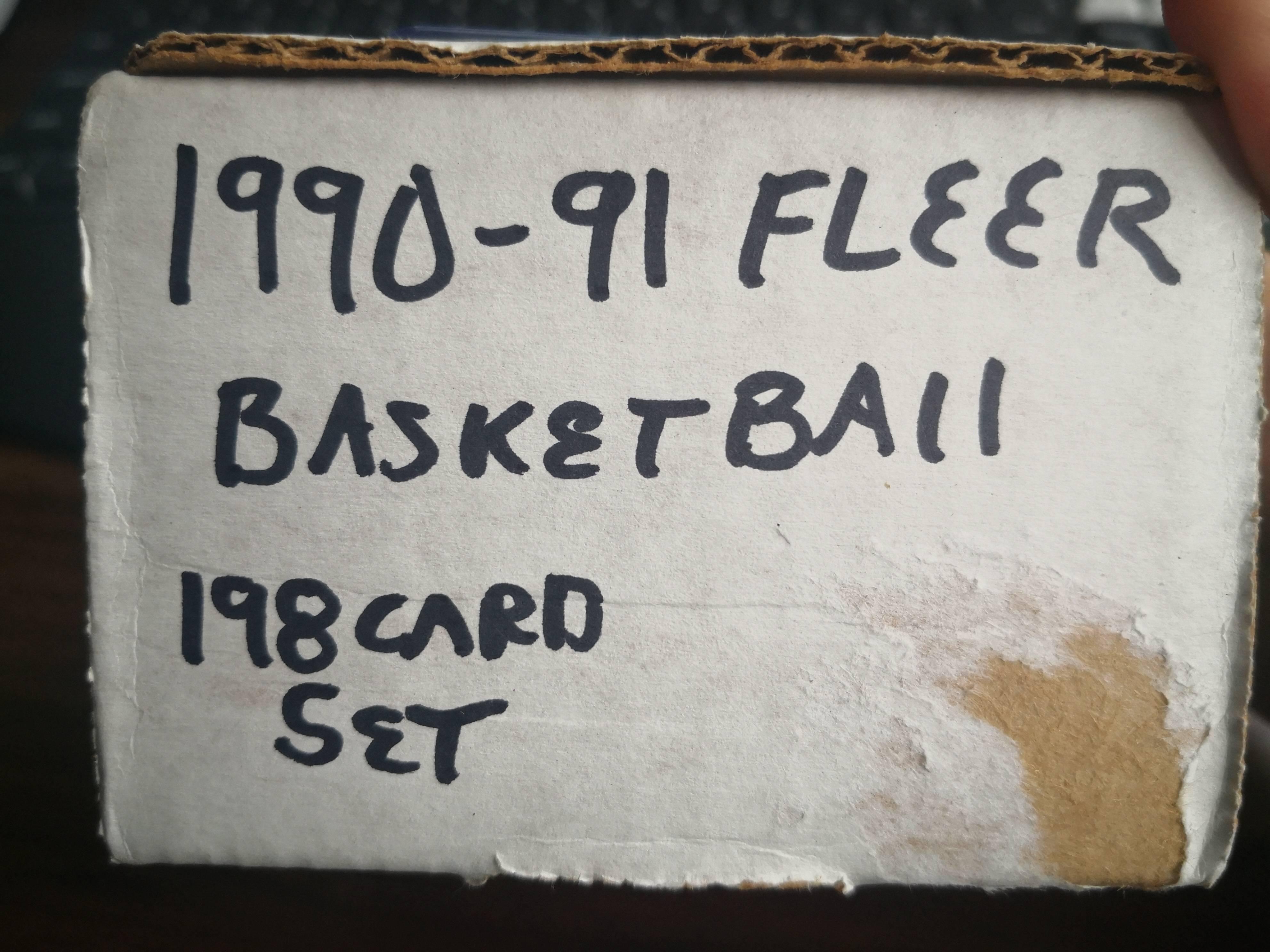 【哈卡拍卖】9091 fleer 篮球卡 套卡 198张全,含两张list 乔丹 皮蓬等巨星。30年老卡,十分难得,大多卡品9分以上。四角尖尖
