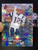 NFL 橄榄球 爱国者 汤姆 布雷迪 Tom Brady mini卡2张,4000码俱乐部是折射版。卡片比正常卡小一圈。很有趣!